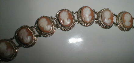 Description Vintage White Metal Not Silver Cameo Bracelet